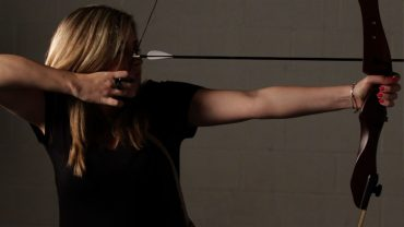 Learning to Shoot a Longbow – Tips for Beginners
